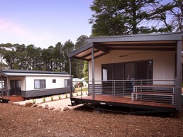 Daylesford Holiday Park Cabin Accommodation Exterior3 1 uai