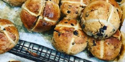 hot cross buns uai