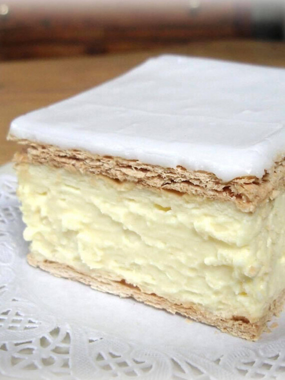 Bourkies Vanilla Slice uai